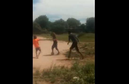 Niños captan a un supuesto duende