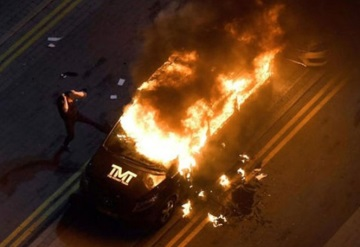 Novios celosos queman camioneta de Mayweather