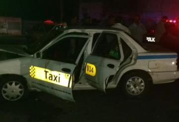 Roban taxi y se chocan al huir
