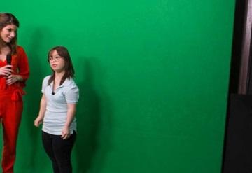 Joven con síndrome de Down da pronóstico del clima en TV