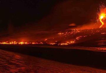Erupción del volcán Etna deja 10 heridos en Italia