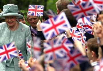 La reina Isabel II firmó hoy la ley que autoriza a activar el Brexit
