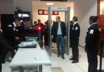 Tabasqueños varados en aeropuerto de la CDMX por falla en avión de Interjet