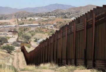 Donald Trump asigna más de 2 mil mdd para iniciar el muro con México