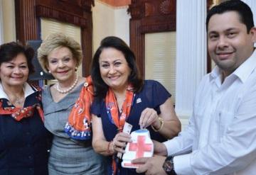 Dan banderazo de salida a la colecta anual de la Cruz Roja