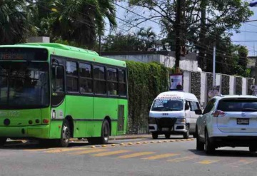 SCT detiene combis por invasión de ruta del Transbus
