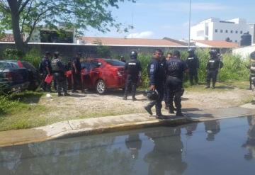 Tras persecución detienen a 4 personas por amenazar con pistola a taxista