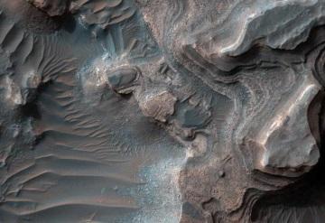 NASA revela impresionante imagen de un valle marciano