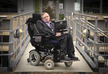 Stephen Hawking se suma a la lista de personas que critican la política de Trump