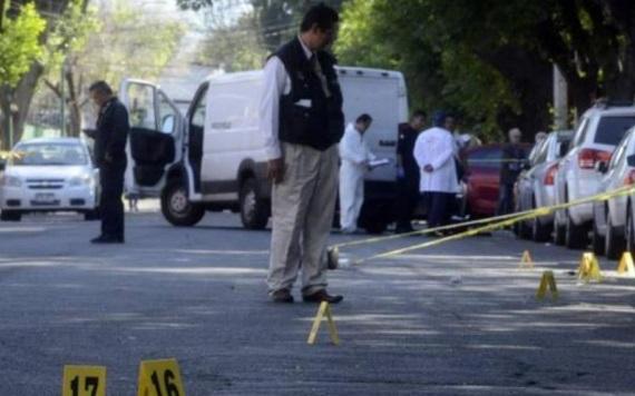 Padre de estudiante mata a presunto asaltante afuera de prepa