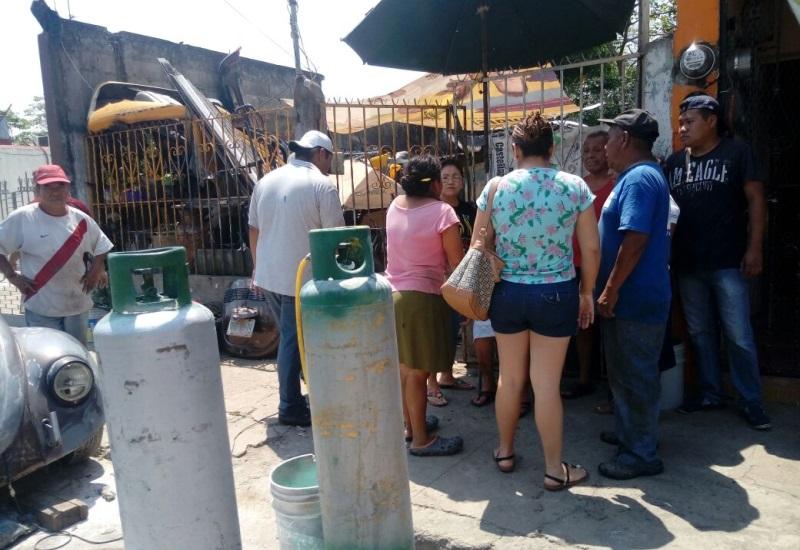 Explota tanque de gas en casa de tres ancianas en Atasta
