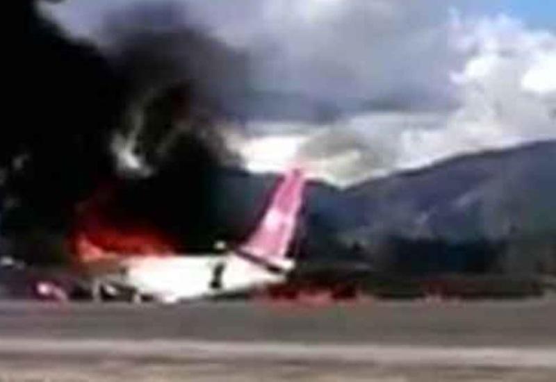 Avión se incendia mientras aterriza; todos sobrevivieron