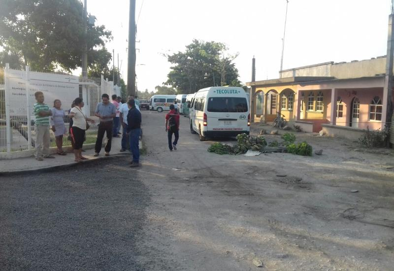 Habitantes cierran la carretera a Nacajuca