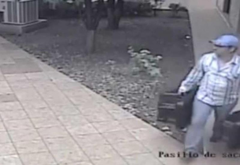 Hombre es captado mientras robaba bocinas de una parroquia