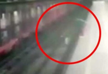 Vinculan a proceso a mujer que lanzó a su hijo a vías del Metro