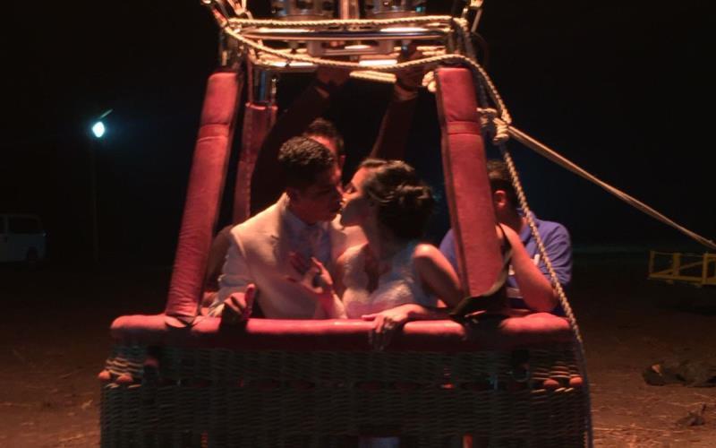 Recién casados celebran boda en Festival del Globo en Jalpa de Méndez