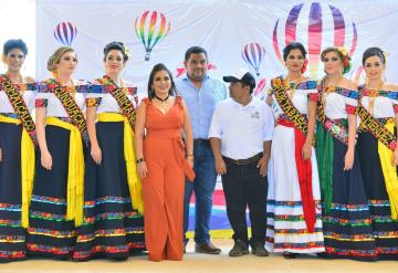 Embajadoras asisten al Festival del Globo