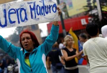 Opositores realizan plantón en varias ciudades de Venezuela