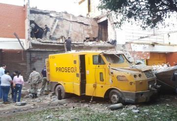 Asalto de película en Paraguay, usaron dinamita para detonar una bóveda