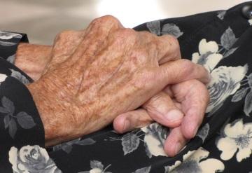 Abuelita se queda sin apoyo de adulto mayor por tener 116 años