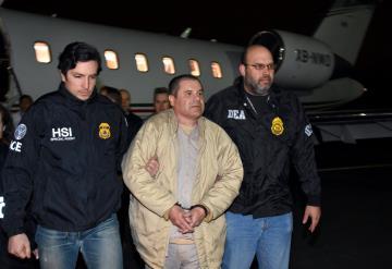 Ted Cruz propone que Muro de Trump se pague con dinero de El Chapo