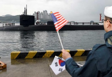 Norcorea prueba su artillería; submarino nuclear de EU llega a la península