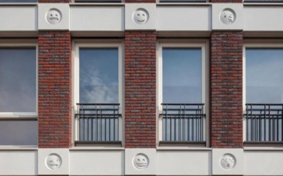 Arquitecto decora edificio con emojis