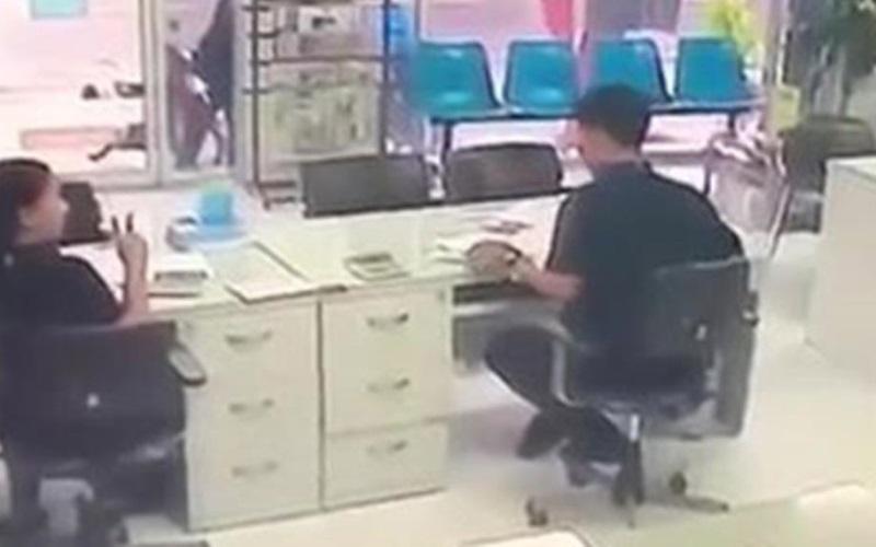Hombre celoso ingresa al trabajo de su ex novia y la mata a balazos
