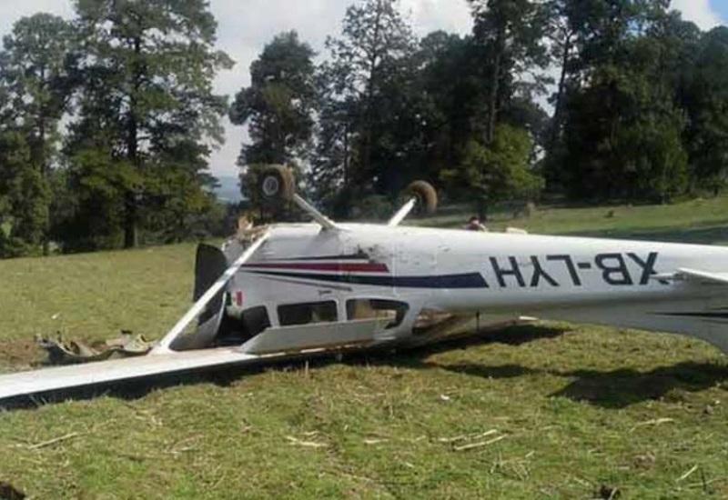 Avioneta se desploma en Edomex; piloto resulta ileso