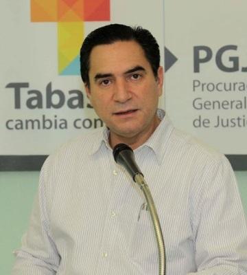 Fernando Valenzuela y la FGE dan seguimiento al desvió de recursos