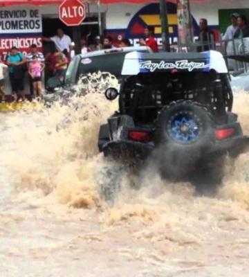 Fuertes lluvias provocan inundaciones en Culiacán