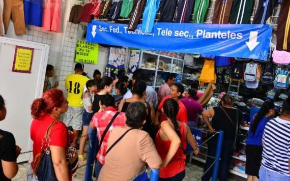 Papás corren  por útiles escolares en Villahermosa