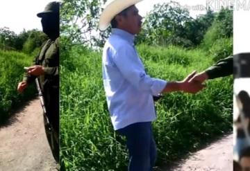 Exhiben extorsión de grupo armado contra alcalde de Mazatepec