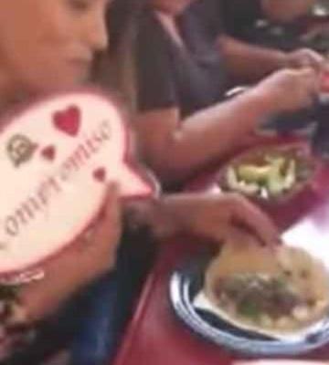 Sujeto pide matrimonio a su novia en un taco de barbacoa en Tijuana