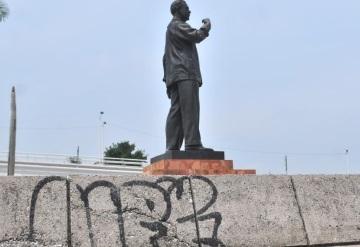 Espacios públicos son vandalizados en Villahermosa