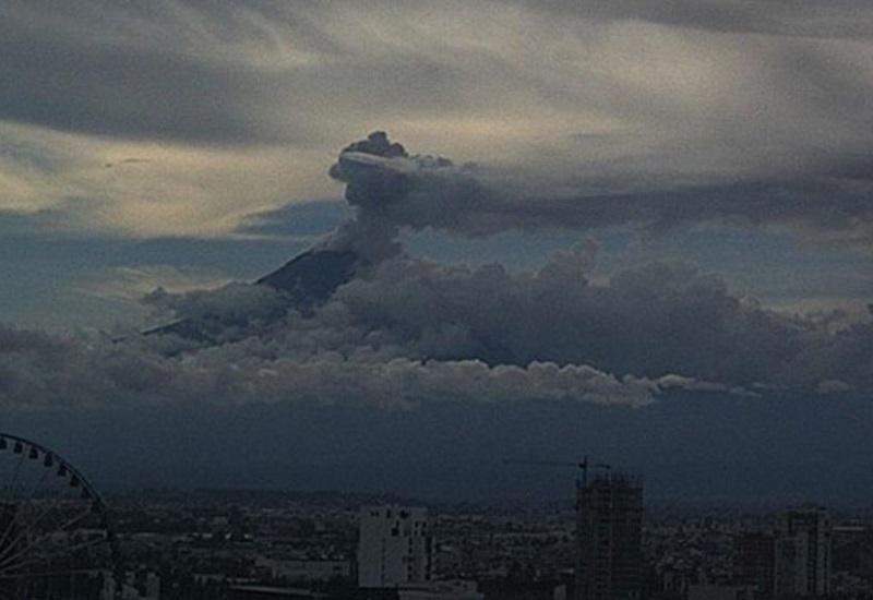 Popocatépetl registra dos explosiones sin relación con el sismo
