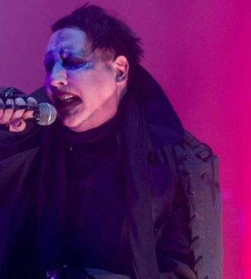 Marilyn Manson es aplastado por la estructura de un escenario durante su show en NY