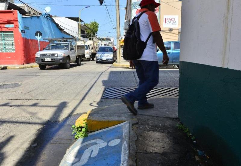 Discapacitados limitados para transitar en Villahermosa