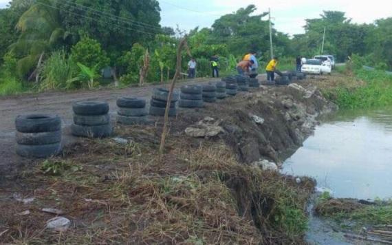 Refuerzan vía Jonuta - Frontera con costales y concreto