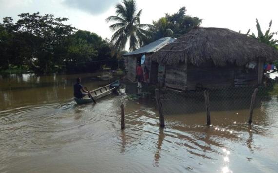 Evacuan a habitantes de Jonuta afectados por lluvias