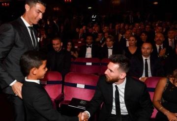 La reacción de Cristiano Jr. hacía Messi cuando su padre gana el premio The Best
