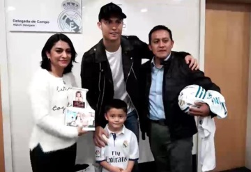 Cristiano Ronaldo se reúne con familia de Santiago