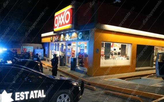 Asaltan tienda Oxxo de la Col. Reforma
