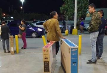 Clientes ganan; se llevan pantallas a 10 pesos