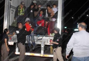 Detienen a dos polleros con  150 centroamericanos en Tabasco