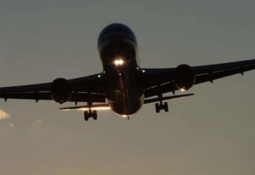 Se descomponen los baños de avión; hacen parada de emergencia