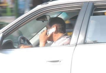 Villahermosinos son multados a diario por el uso de celular