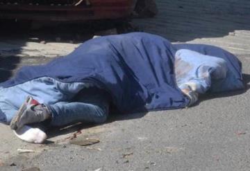 Tiran a la calle los cadáveres de dos mujeres