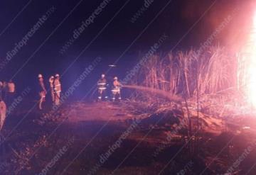 Un calcinado y tres heridos deja incendio en ducto de Pemex