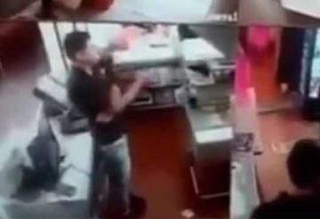 Irrumpen sujetos armados asaltan pizzería cerca del Estadio Azteca